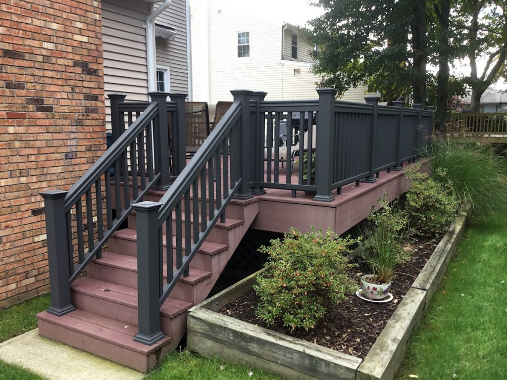 Can you paint composite deck railings monk 39 s home for Composite deck railing