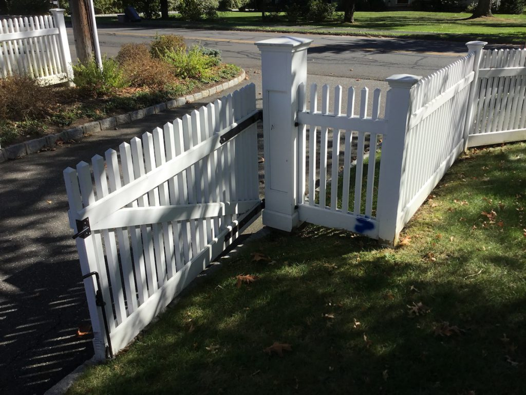 Painting A Picket Fence Monk S Home Improvements