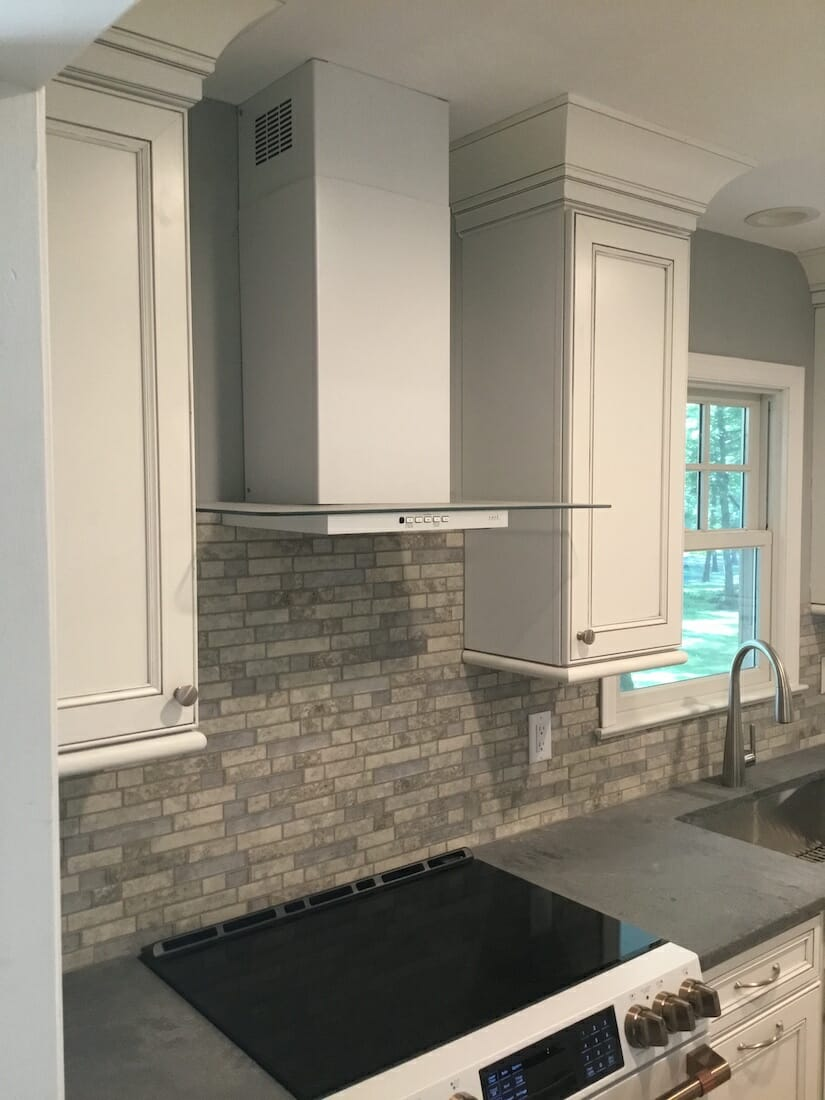 Modern Hood and Marble Backsplash